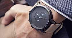 zegarek męski na ręce